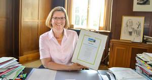 Bezirksbürgermeisterin Angelika Schöttler freut sich über die TitelverteidigungFoto: Bezirksamt Tempelhof-Schöneberg