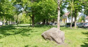 Gedenkstein auf dem Dorfanger.
