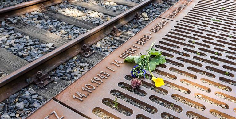 186 Stahlgussobjekte erinnern an jeden einzelnen Deportationszug.