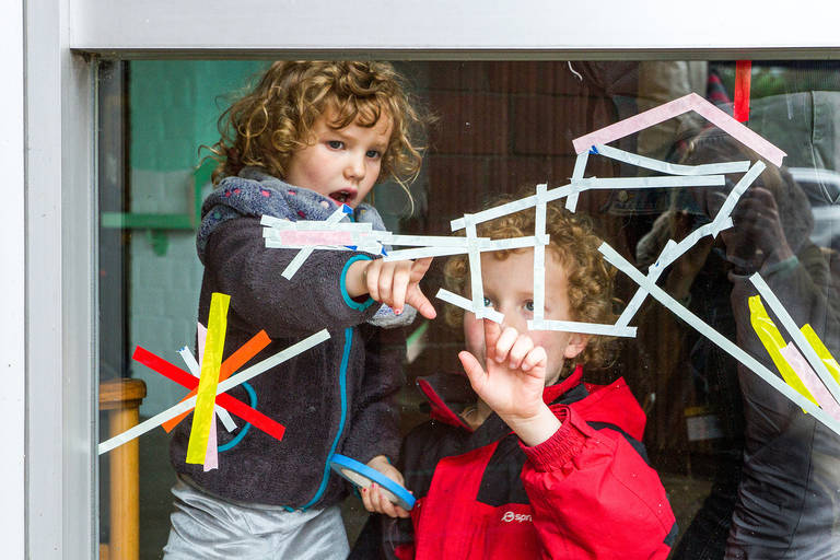 KinderKulturMonat im vergangen Jahr: Kleine Entdecker bei Urban Nation. Foto: Dora Csala