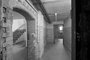 Innenansicht des ehemaligen SA-Gefängnisses Papestraße vor dem denkmalgeschützten Umbau zum Gedenkort 2011. Foto: Johannes Kramer