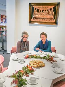 Herzlich willkommen: An der festlich geschmückten Kaffeetafel können die Gäste erzählen, wie es ihnen gerade mit ihrer Trauer geht.