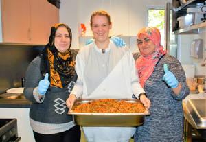 Ein starkes Küchen-Team: Waffaa, Schwester Heike und Mustalifa.