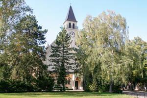 Evangelische Kirche Schlachtensee am Heinrich-Albertz-Platz.