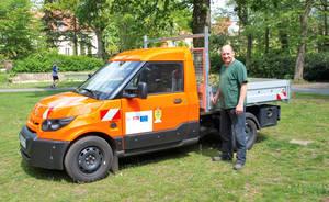 Anfang Mai wurden dem Grünflächenamt Steglitz-Zehlendorf sechs vollelektrisch betriebene Nutzfahrzeuge unterschiedlicher Größe übergeben.