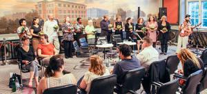 Feierlicher Abschluss der Veranstaltung im Goldenen Saal mit allen Talk-Gästen. Foto: BA Tempelhof-Schöneberg