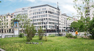 Agathe-Lasch-Platz an der Joachim-Friedrich-Straße / Ecke Johann-Georg-Straße.