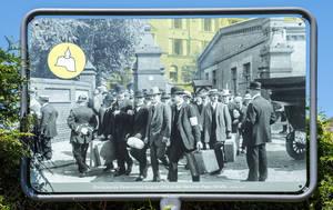 August 1914: Die Männer auf dem Foto ziehen in den Krieg.  An der General-Pape-Straße wurden sie einberufen und gemustert, denn hier hatten seit 1898 Landeswehrinspektion und Bezirkskommandos ihren Sitz.