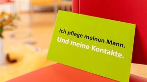 Austausch und Gemeinschaft durch Gruppentreffen fördern. Foto: Joerg FArys / Kontaktstelle PflegeEngagement