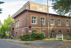 Die Volkshochschulen in Deutschland werden 100! Die Victor-Gollancz-Volkshochschule feiert mit.