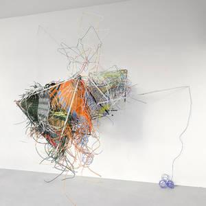 Isabel Kerkermeier, Gestalt in höherer Auflösung, 2011, Metall, Lack, Kunststoffleinen, Kupfer, Licht. Foto: T. Bock