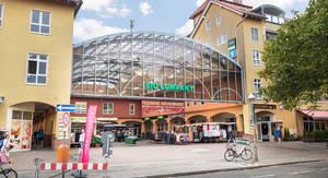 Der Ferdinandmarkt – Einkaufen unter dem Glasdach.