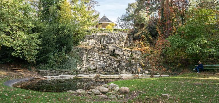 Die Felsformation erinnert an Rüdersdorfer Kalksteine.